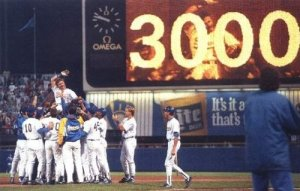 Robin Yount celebrates his 3,000th hit